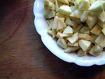 Geschälte und in kleine Stücken zerteielte Äpfel