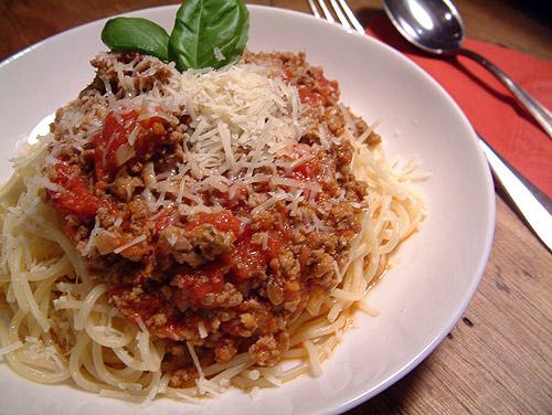 rezept f r spaghetti alla bolognese. Black Bedroom Furniture Sets. Home Design Ideas