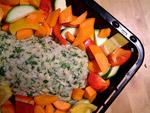 Das Gemüse um den Fisch verteilen und ab in den Ofen
