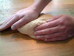 10 Minuten kräftig kneten bis seidig und glatt