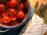 Tomaten und grüner Spargel